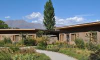 Jardin interno y habitaciones